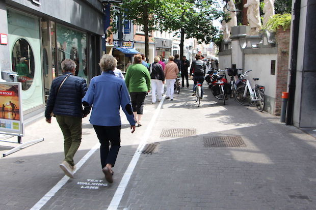 Antwerpen text walking lane