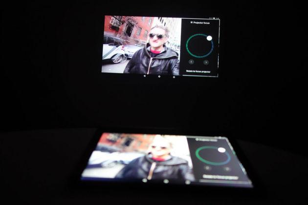 lenovo-yoga-tablet-3-pro-projector-dim
