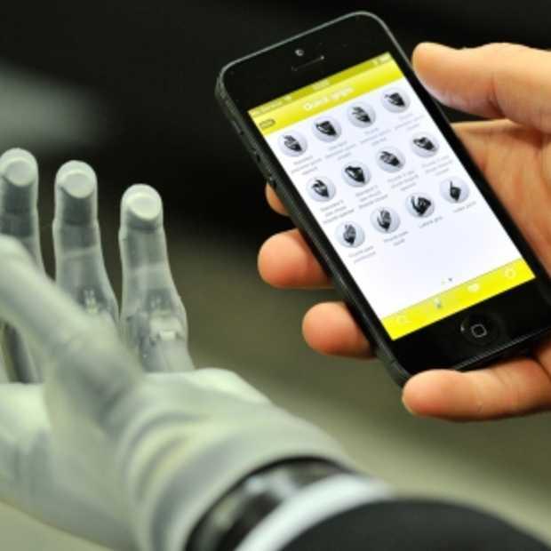 App bestuurt handprothese