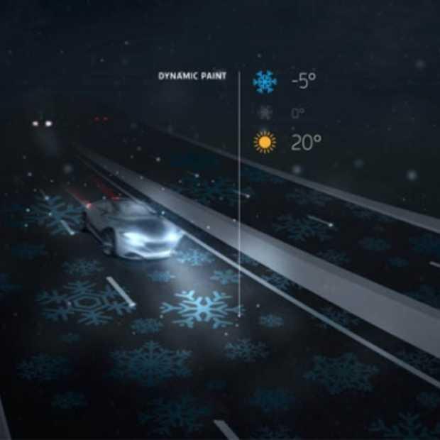 Futuristische autosnelweg geeft licht als het vriest