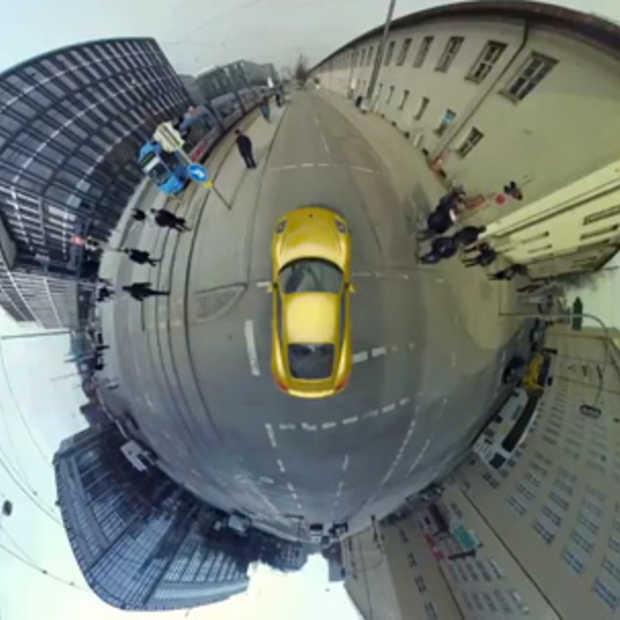 Porsche bewijst nog maar eens dat de wereld rond is in de nieuwe Cayman ad