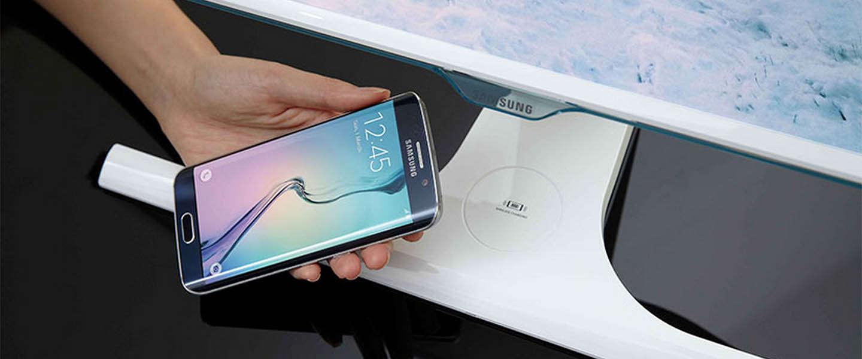 Samsung komt met monitor die draadloos je telefoon op kan laden