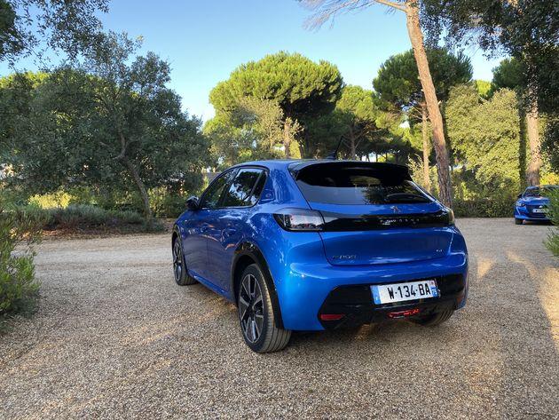 Peugeot_e208_Blue_2