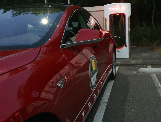 Tesla_supercharger_oosterhout