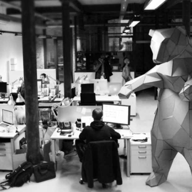 De 3m hoge kantoorbeer van Design Is Dead