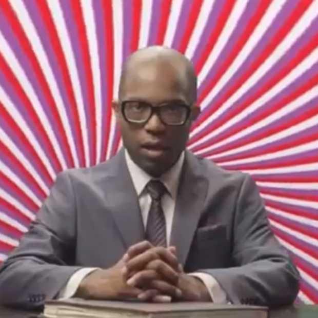 Knipper vooral veel met je ogen tijdens de reclame van Virgin Mobile