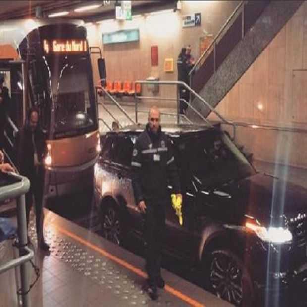 Man rijdt met Range Rover door premetrotunnel