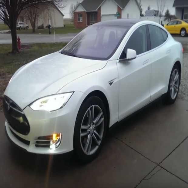 Tesla parkeert zich helemaal zelf, via 'summon'-functie