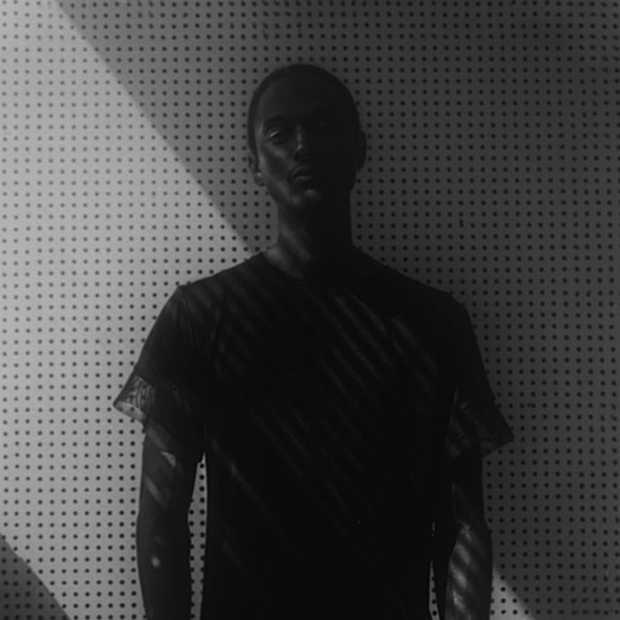 Viperblack: het zwartste T-shirt ever made